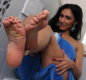 Hot brunette shows her foot soles after a bath