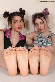 08.07.2018 · Petra, Violet · Two Or More Girls, Colored Nail Polish, High Heels